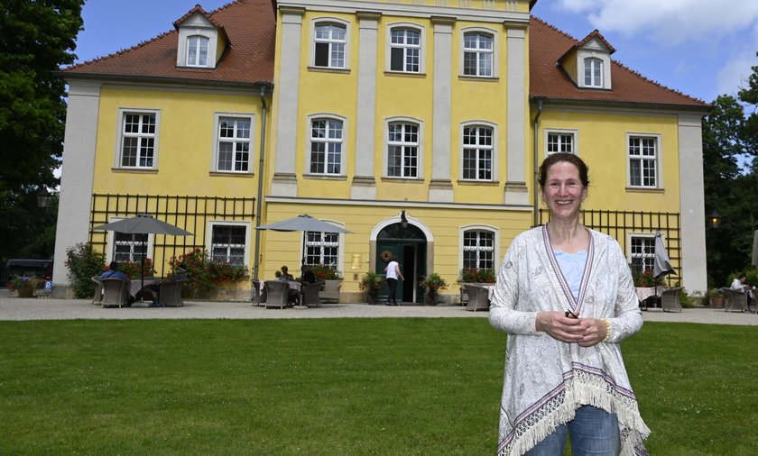 Hrabina zaprasza do pałacu w Łomnicy.