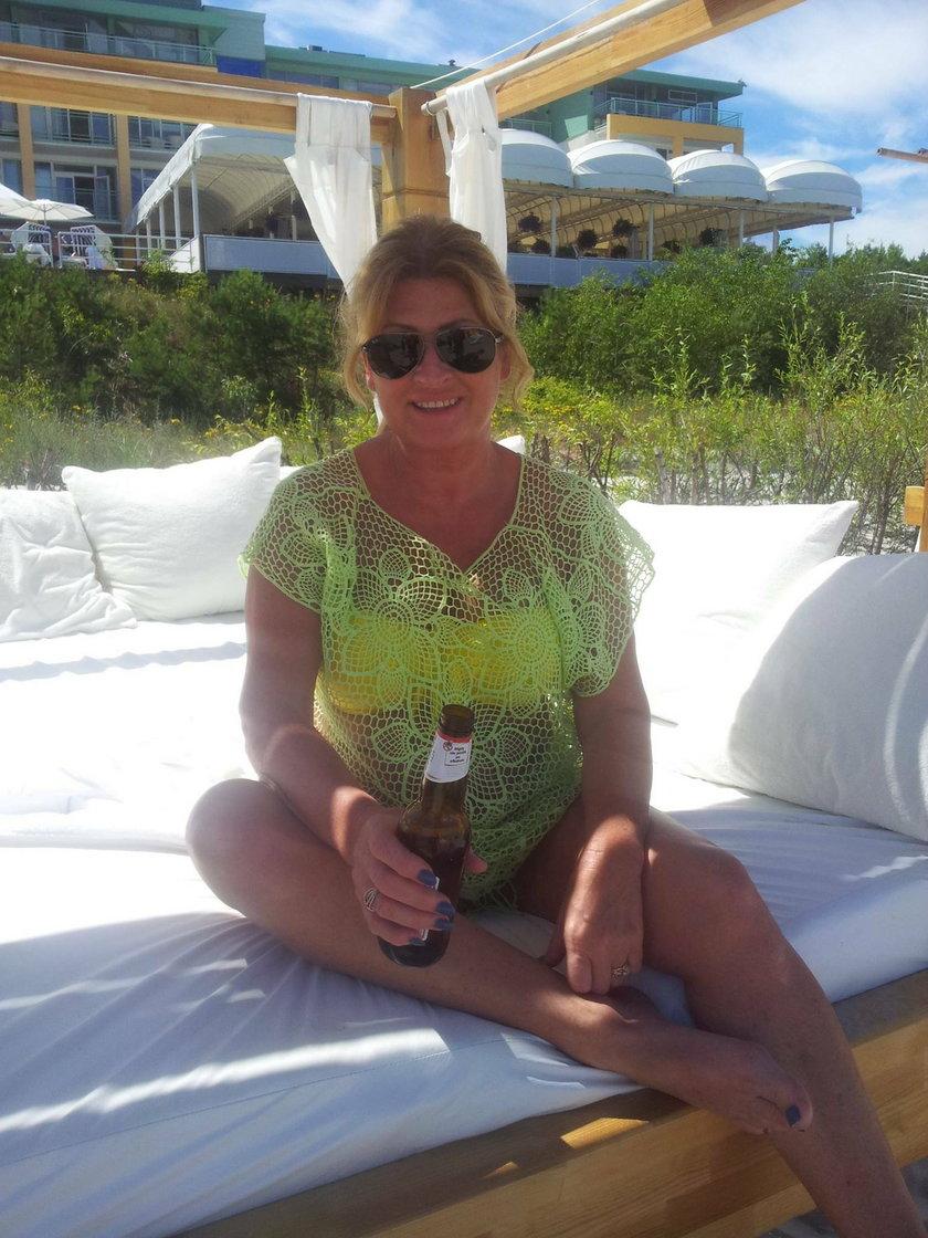 Beata Kozidrak w bikini i z piwkiem nad Bałtykiem