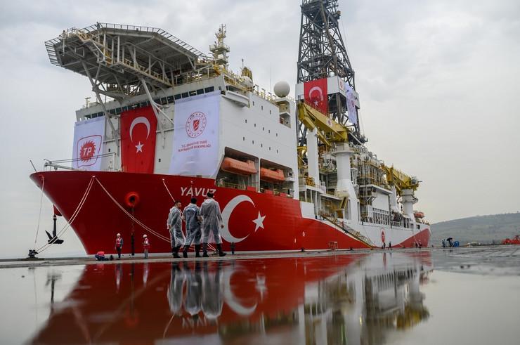 """Turski brod za bušenje gasa """"Javuz"""""""