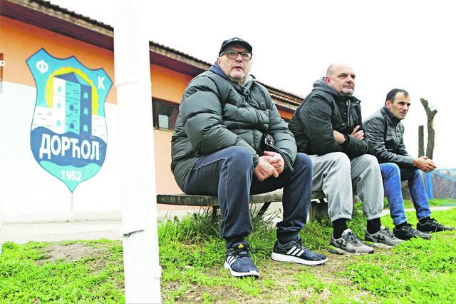 Fudbalski menadžer Darko Šušnjar (u sredini) mnogo je pomogao Dorćolu