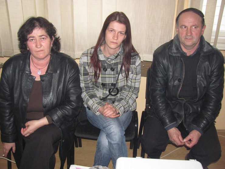 22444_1002-policaija-ankcica-sa-roditeljima-foto-m-ivanovic