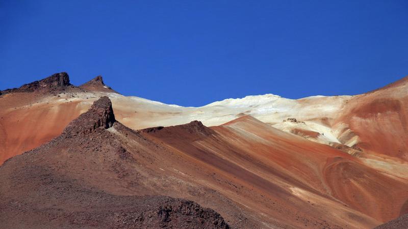 Boliwia - Andyjska Forteca. Malowane góry w Los Lipez, południowo-zachodniej części Altiplano