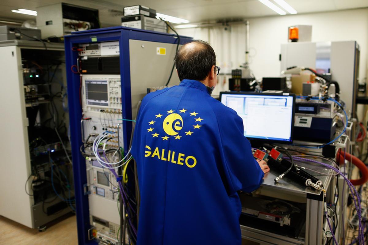 Laboratorium, w którym testowane są satelity systemu Galileo w Europejskiej Agencji Kosmicznej w Holandii