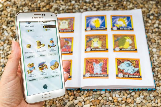 """Na fali nostalgii za latami 90. wróciła również moda na pokémony. Na zdjęciu PokeCoins – waluta używana w grze """"Pokémon GO""""."""