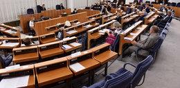 Senat odrzucił projekt uchwały ws. ograniczania praw obywatelskich