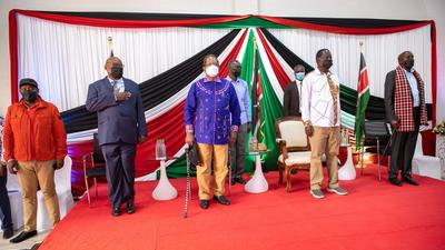 Officer respectfully removes Raila's hat after national anthem blunder [Video]