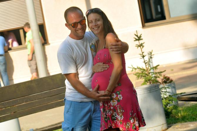 Novi Sad 101 Blic ZENA dnevnik porodilje majka Dunja Lepusa otac Mane Marovic beba Dalia trudnica porodjaj carski rez operacija porodiliste foto Robert Getel