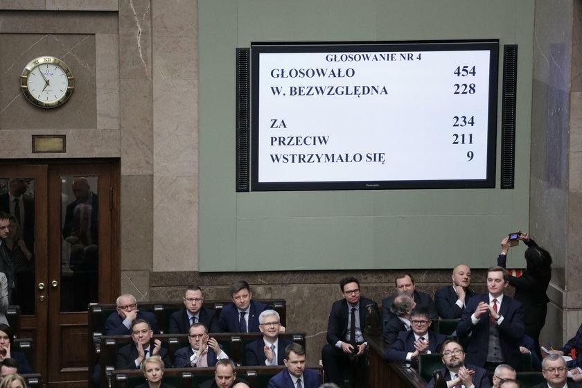 """Sejm przyjął """"ustawę kagańcową"""""""