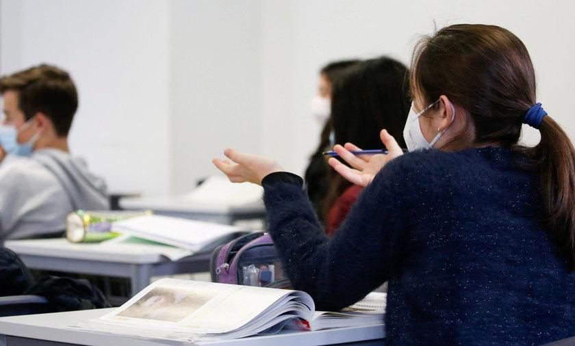 Powrót do szkół. Konferencja KPRM i MEN. Maturzyści i ósme klasy mogą wrócić do szkół od marca.