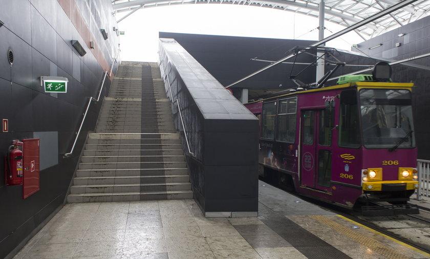 Na trasie na Franowo sa sliskie schody.