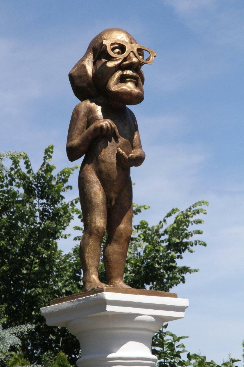 Postawili pomnik urzędnika łapówkarza
