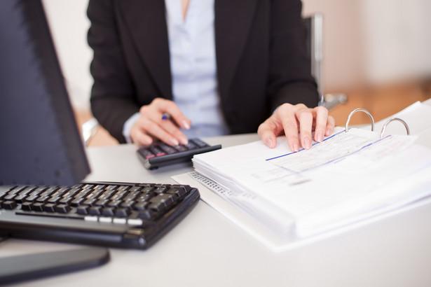 """Przedstawiciele branży próbują uzyskać od Ministerstwa Finansów interpretację, czy mogą """"przedpłacać"""" wartość VAT klientom wystawiającym faktury."""
