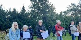 Aktywiści rozciągnęli drut kolczasty przed Sejmem FILM
