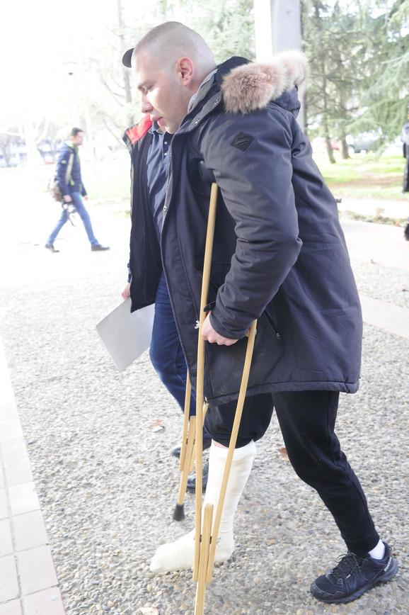 Brendon sa polomljenom nogom