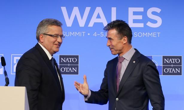 Bronisław Komorowski i Anders Fogh Rasmussen podczas szczytu NATO w Walii. Fot. PAP/Paweł Supernak