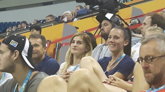 Amela Terzić i atletičarke bodrile su vaterpoliste