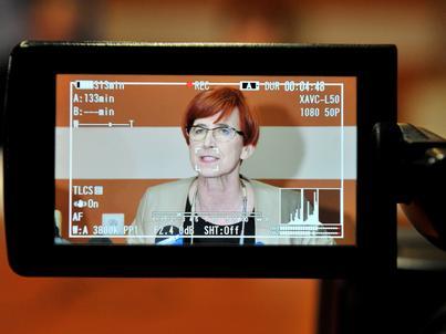 Minister Elżbieta Rafalska podkreśla, że umowy o dzieło są w Polsce nadużywane w celu uniknięcia kosztów pracy