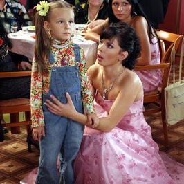 """Pamiętacie Emilię Stachurską? Kiedyś błyszczała w serialu """"Niania"""", a jak wygląda dziś?"""