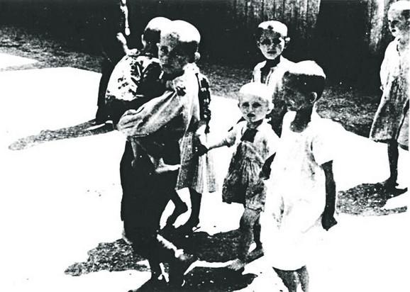 Deca u Jasenovcu