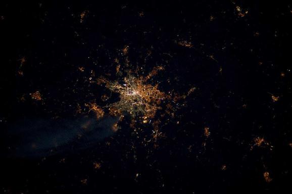 Zapadni i Istočni Berlin iz svemira