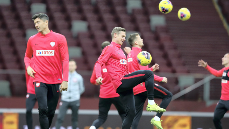 Piłkarze reprezentacji Polski Robert Lewandowski (L) i Łukasz Piszczek (P) podczas treningu