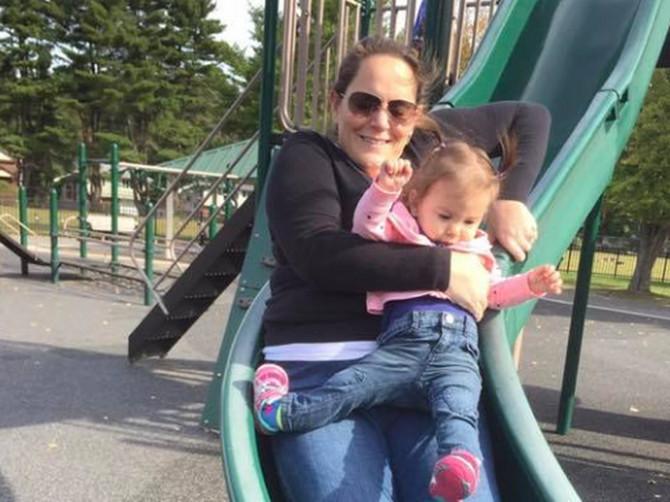 U ovom trenutku za mene i ćerku počeo je HOROR: Evo zašto NIKAD ne smete da se spuštate sa detetom niz tobogan