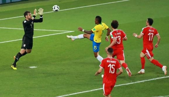 Paulinjo postiže gol za 0:1