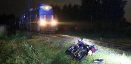 15-latek w ciężkim stanie. Wjechał motocyklem pod pociąg
