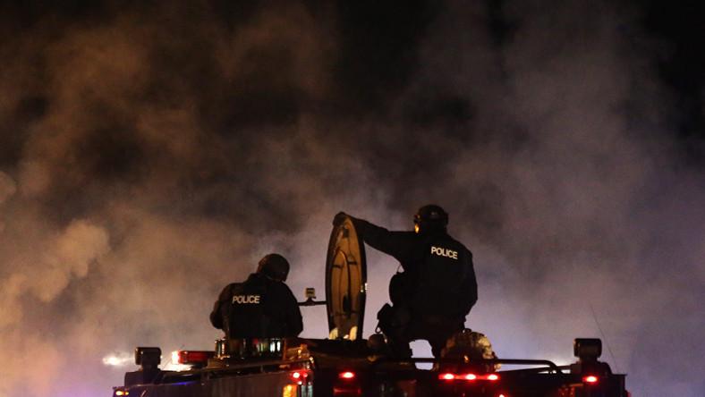 Gubernator amerykańskiego stanu Missouri, gdzie trwają zamieszki, wzywa posiłki.