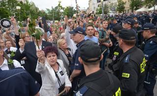 Policja: Frasyniuk odpowie za naruszenie nietykalności policjanta