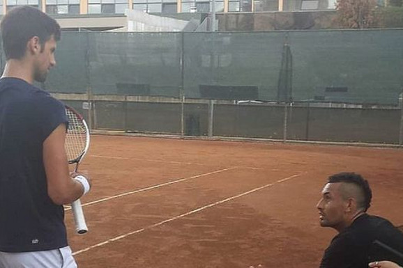"""ŠTA MU SAD OVO ZNAČI!? Čekao, čekao, pa objavio sliku s Novakom Đokovićem na treningu: """"Šta mislite zašto je osvojio Rolan Garos?"""""""