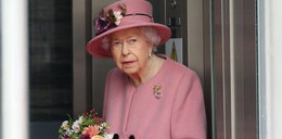 """Królowa Elżbieta jest """"wykończona"""". Zmuszają ją do odpoczynku"""