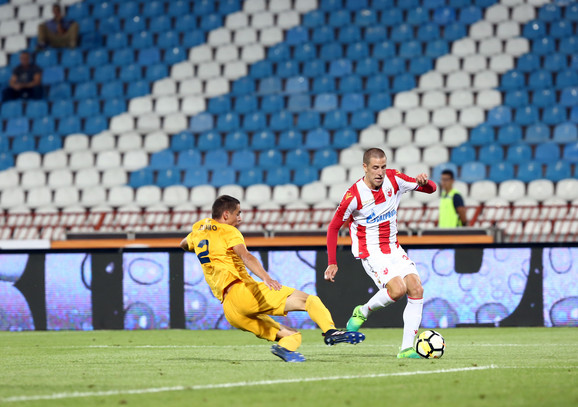 Milan Jevtović u duelu sa defanzivcem Dinama u prvom kolu Superlige