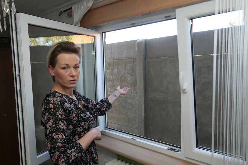 """Sąsiedzi """"zamurowali"""" mi widok z okien"""