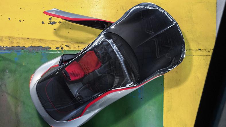 Historia rozpoczęła się jesienią 1965 roku na salonie we Frankfurcie - wtedy Opel zaprezentował coupe o nazwie Experimental GT. Futurystyczny wehikuł był pierwszym samochodem koncepcyjnym zaprojektowanym przez europejskiego producenta. Dziś, po ponad 50. latach, niemiecka firma w tajnych biurach projektowych stworzyła zupełnie nowe wcielenie jednego ze swoich najsłynniejszych modeli i postanowiła przywrócić go do żywych...