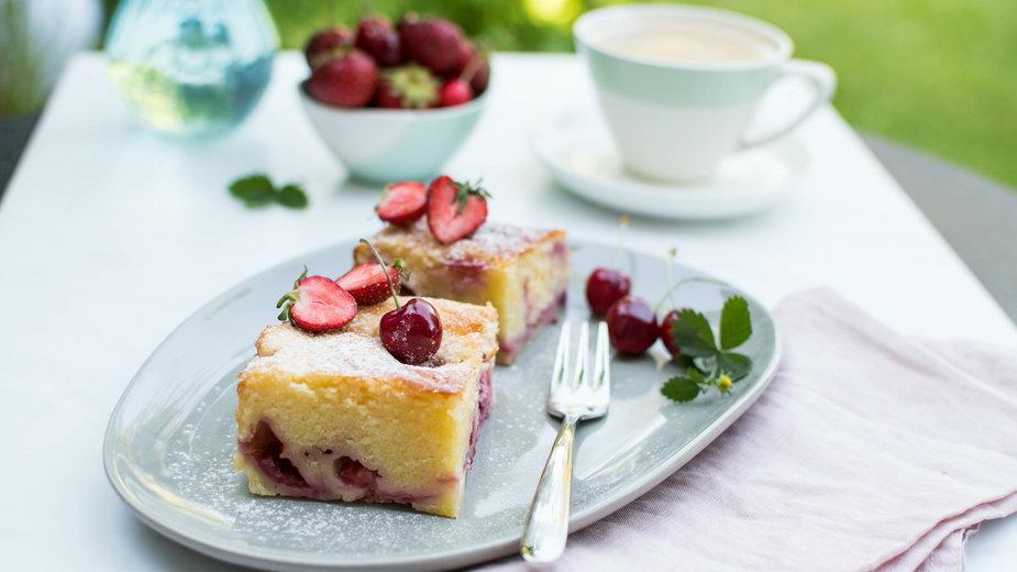 Twarogowe ciasto z owocami