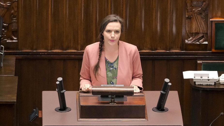 """Posłanka Koalicji Obywatelskiej Klaudia Jachira zaprezentowała z mównicy sejmowej własną wersję """"Roty""""."""