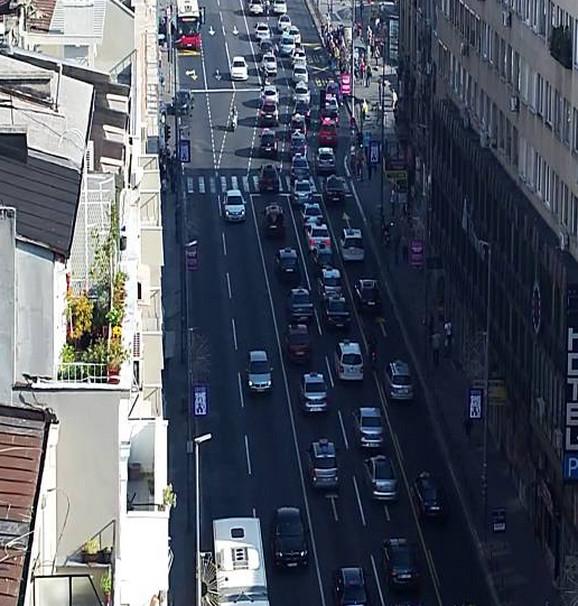 Kolona prolazi Brankovom ulicom