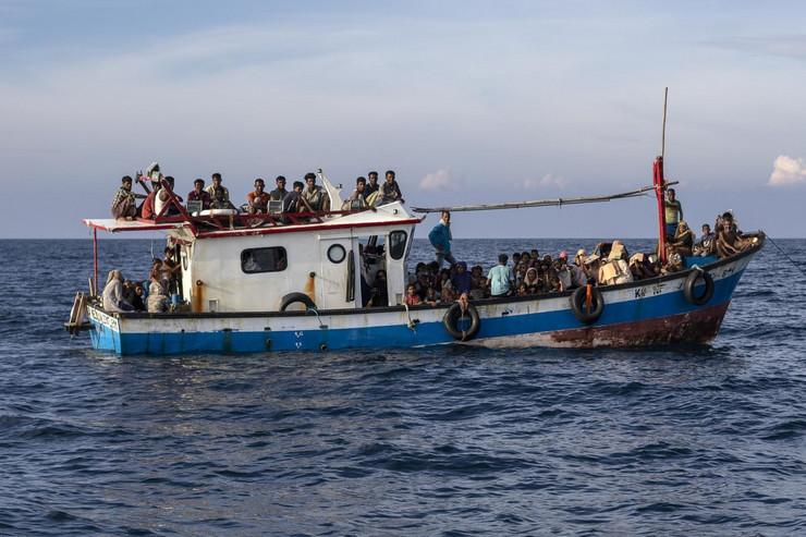 Čamac, izbeglice
