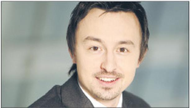 Adam Brzeziński, adwokat w kancelarii Salans