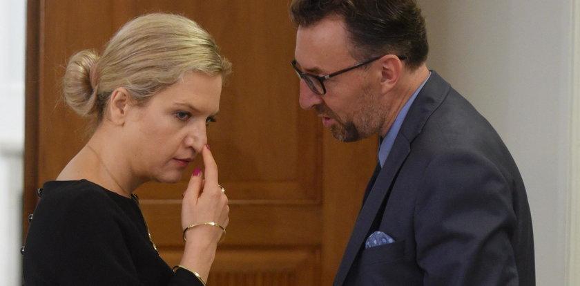 """""""Nie spotkałam się z taką agresją"""". Tajemnica słynnego zdjęcia Wassermann i pełnomocnika byłego ministra"""