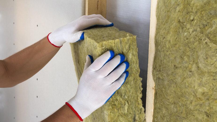 Wełna mineralna to jeden z materiałów wykorzystywanych do izolacji akustycznej - bilanol/stock.adobe.com