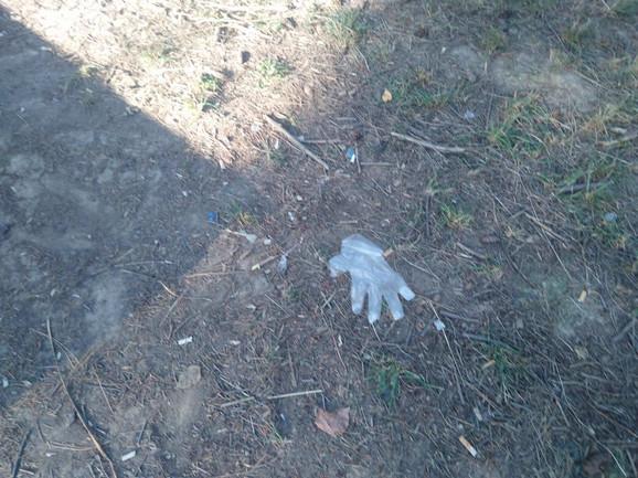 U blizini su nađene i rukavice