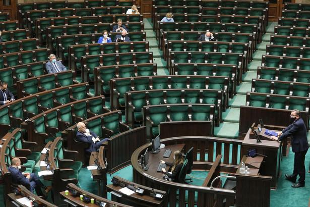 W czwartek wieczorem w Sejmie prezes IPN Jarosław Szarek przedstawił informację o działalności Instytutu Pamięci Narodowej