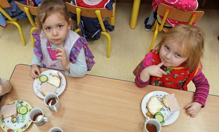 W przedszkolach karmią dzieci śmieciami!