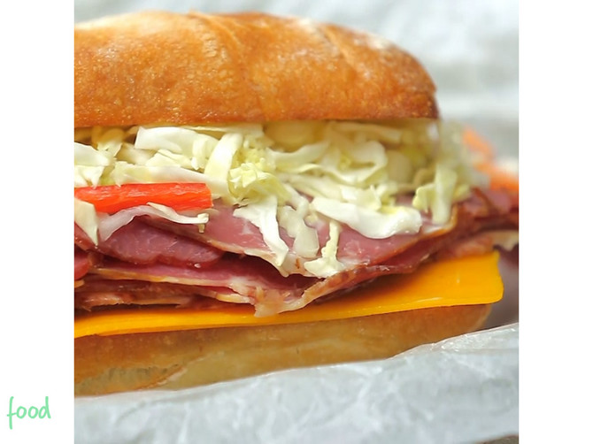 Noizz_food_Americki_Pastrami_sendvic_safe