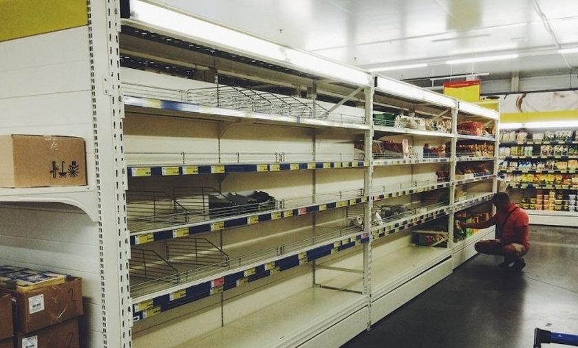 Puste półki w rosyjskich supermarketach