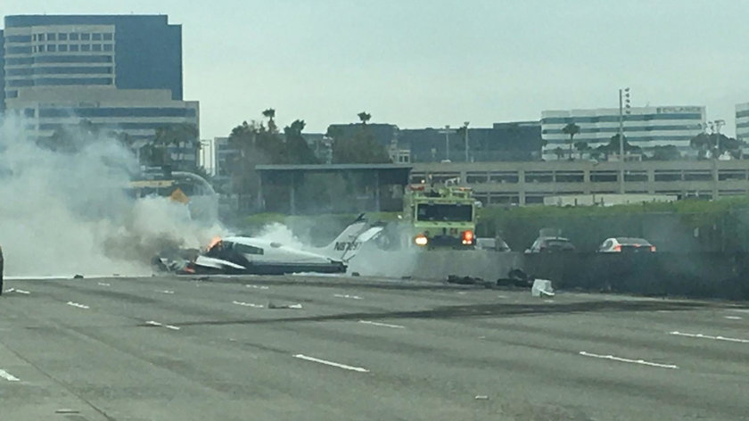 Samolot runął na autostradę. Świadkowie mówią o cudzie