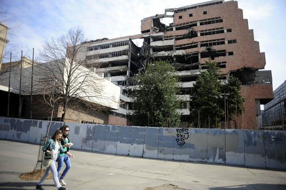 Počinje rušenje nestabilnog dela zgrade Generalštaba