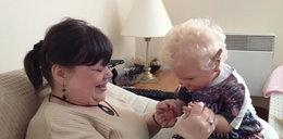 Dramat! Bezpłodna kobieta wychowuje lalki jak dzieci!